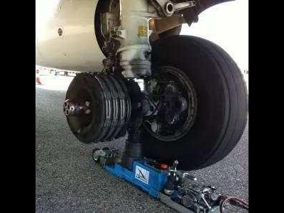 你知道飞机刹车盘吸收的能量有多大吗?