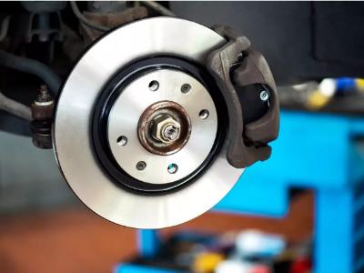 到底是什么决定了刹车片的耐高温性能?