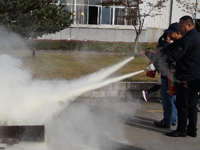 华龙公司开展消防演练活动
